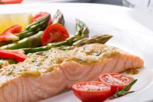 Gezond eten puur natuur met hoogwaardige eiwitten zoals in het Vitadis Slanker Leven Plan is je beste garantie op een platte buik